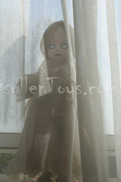 Living Dead Dolls, Series 1, Posey